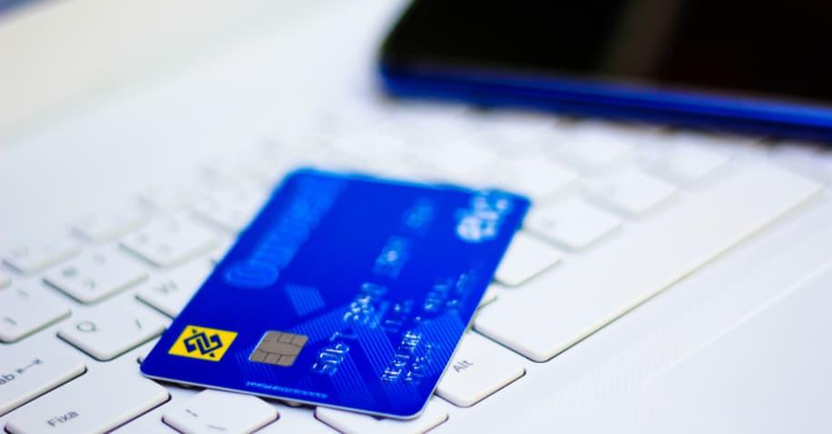 Cartão Ourocard Platinum: acumule pontos e aproveite as vantagens de um cartão Platinum
