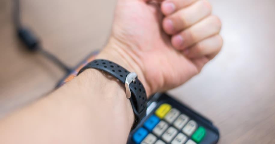 Pulseira NFC: o jeito mais seguro de pagar suas compras